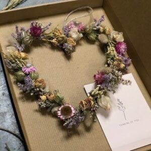 Hart van droogbloemen (briefpost)