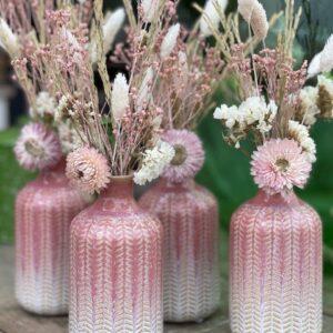 Flesje met droogbloemen (roze)